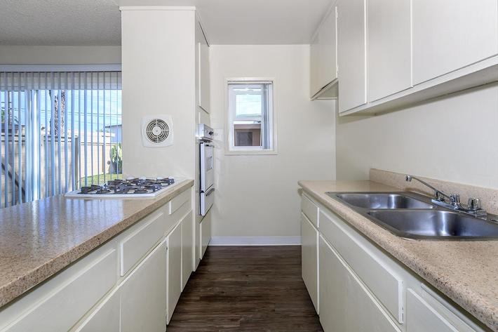 02a Kitchen.jpg
