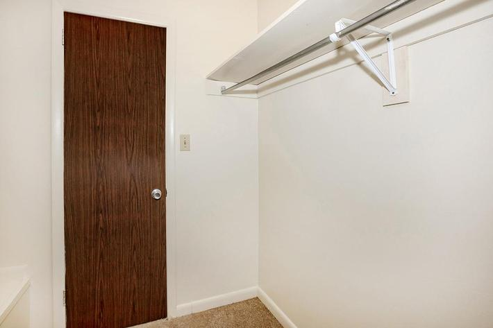 SPACIOUS CLOSETS IN 1 BEDROOM APARTMENTS FOR RENT IN JACKSON, TN
