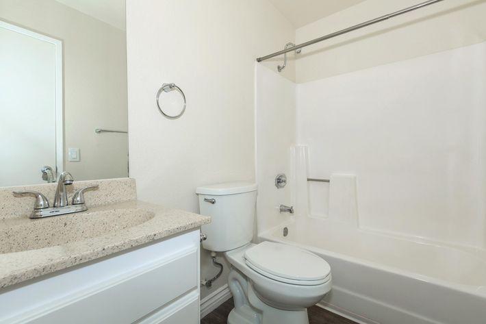 04d Master Bathroom.jpg