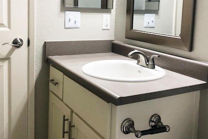 127 Bath.jpg
