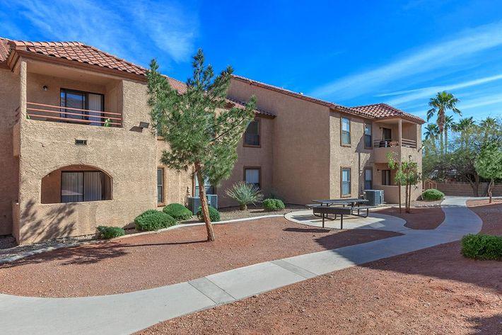 Villa Del Rio apartments in Las Vegas, NV
