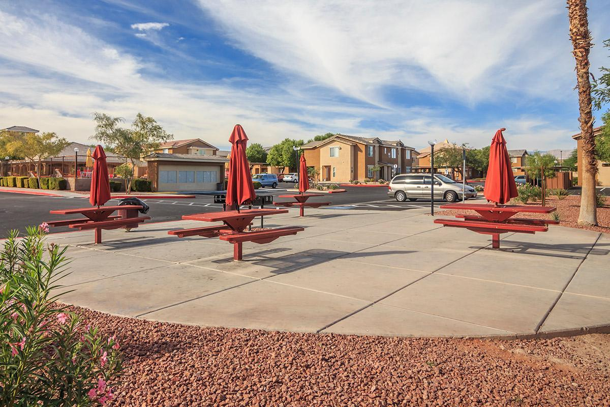 SIENA TOWNHOMES IN LAS VEGAS, NEVADA PROVIDES A PICNIC AREA WITH BARBECUE