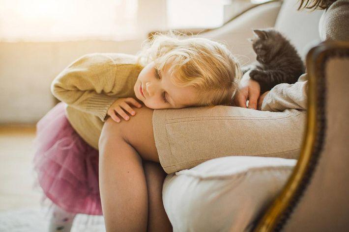 interior-livingroom-child-cat.jpg