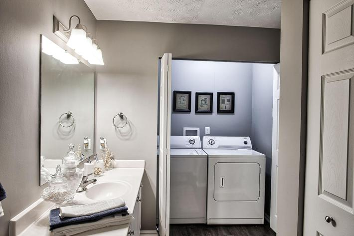 Bathroom_1380-SAYLOR-DR-ZIONSVILLE-IN_QUAIL-RUN_RPI_II-325083-25.jpg
