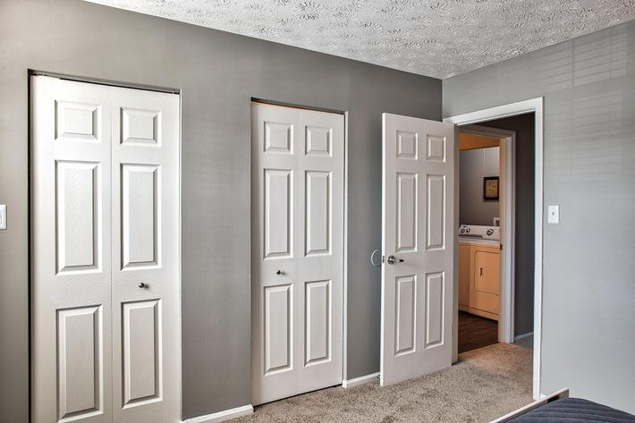 Bedroom_1380-SAYLOR-DR-ZIONSVILLE-IN_QUAIL-RUN_RPI_II-325083-35.jpg