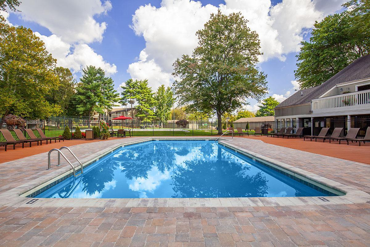 RESORT-STYLE SALT WATER SWIMMING POOL IN KNOXVILLE, TENNESSEE