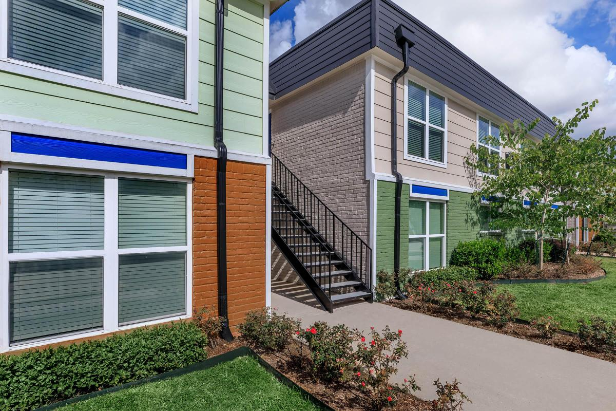 WELCOME HOME TO DOMINION AT OAK FOREST APARTMENTS