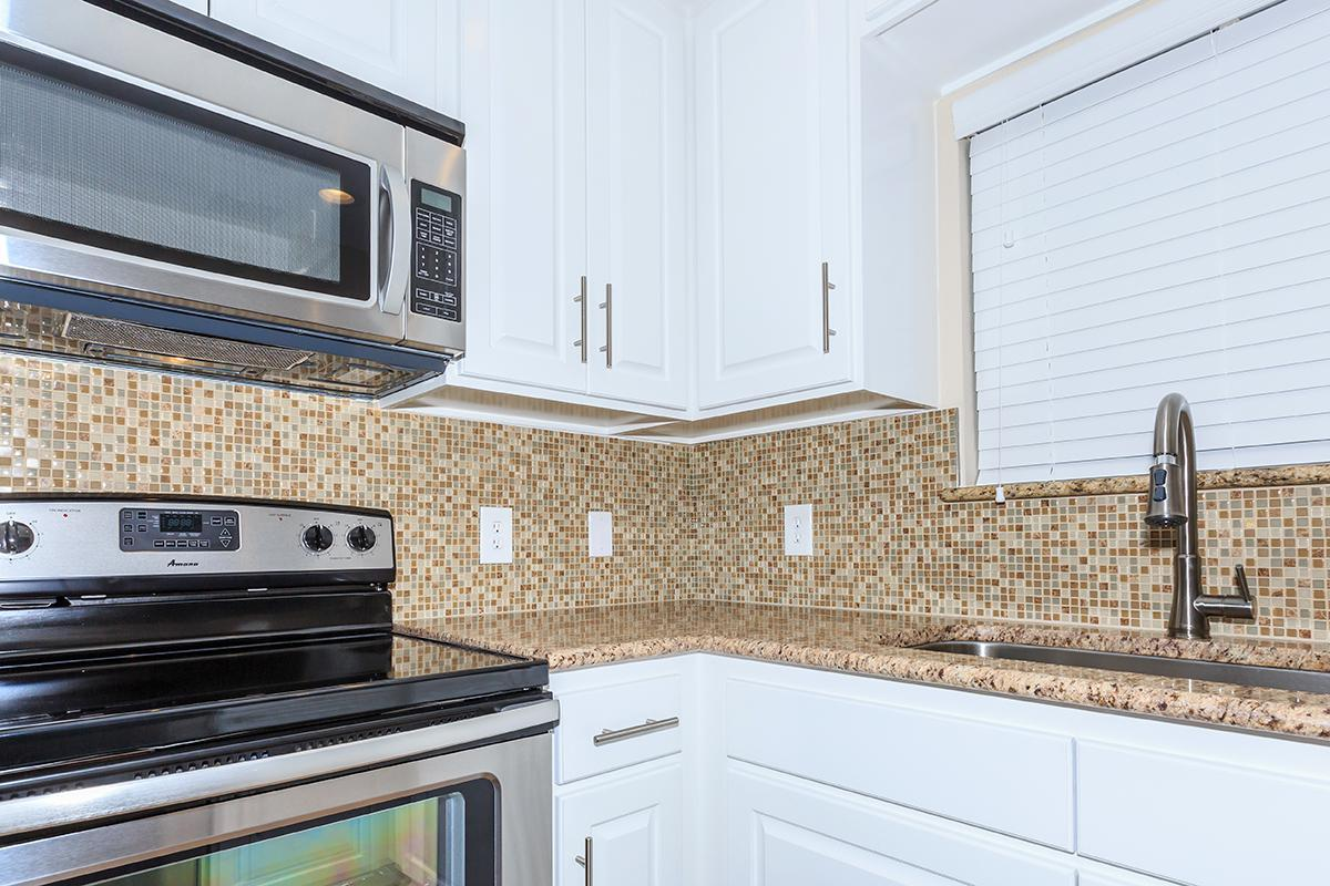 BEAUTIFUL STAINLESS STEEL APPLIANCES
