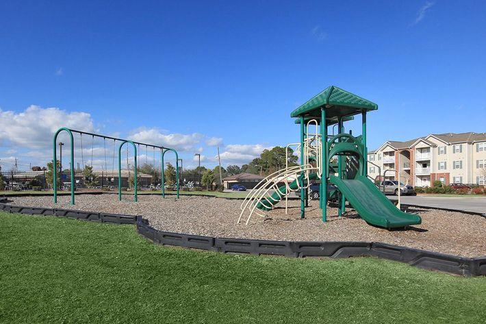 childrenplayareasawgrassparkapartments