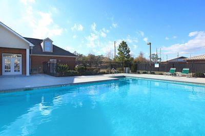 pool2sawgrassparkapartments