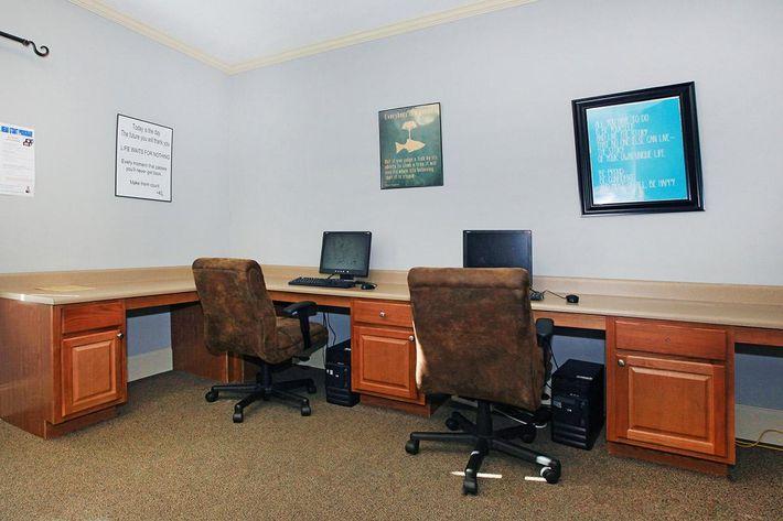 businesscentersawgrassparkapartments