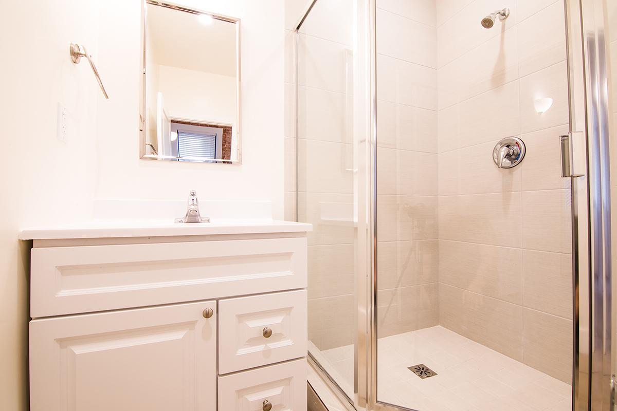 Stand up shower at Ancelle