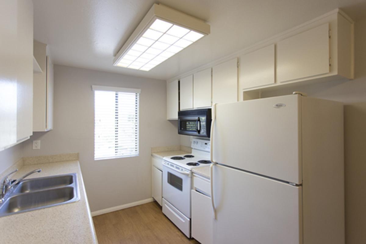 Pic 4 2x2 Kitchen.jpg