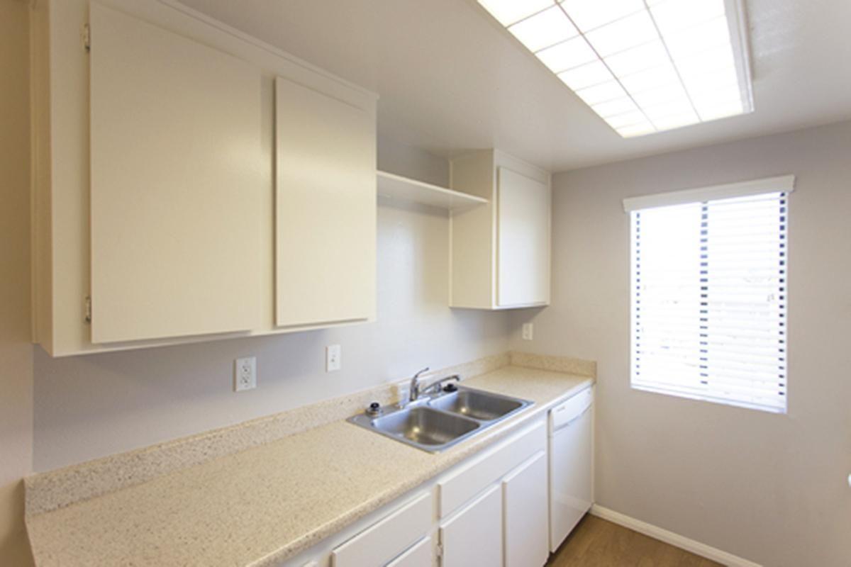 Pic 5 2x2 Kitchen.jpg