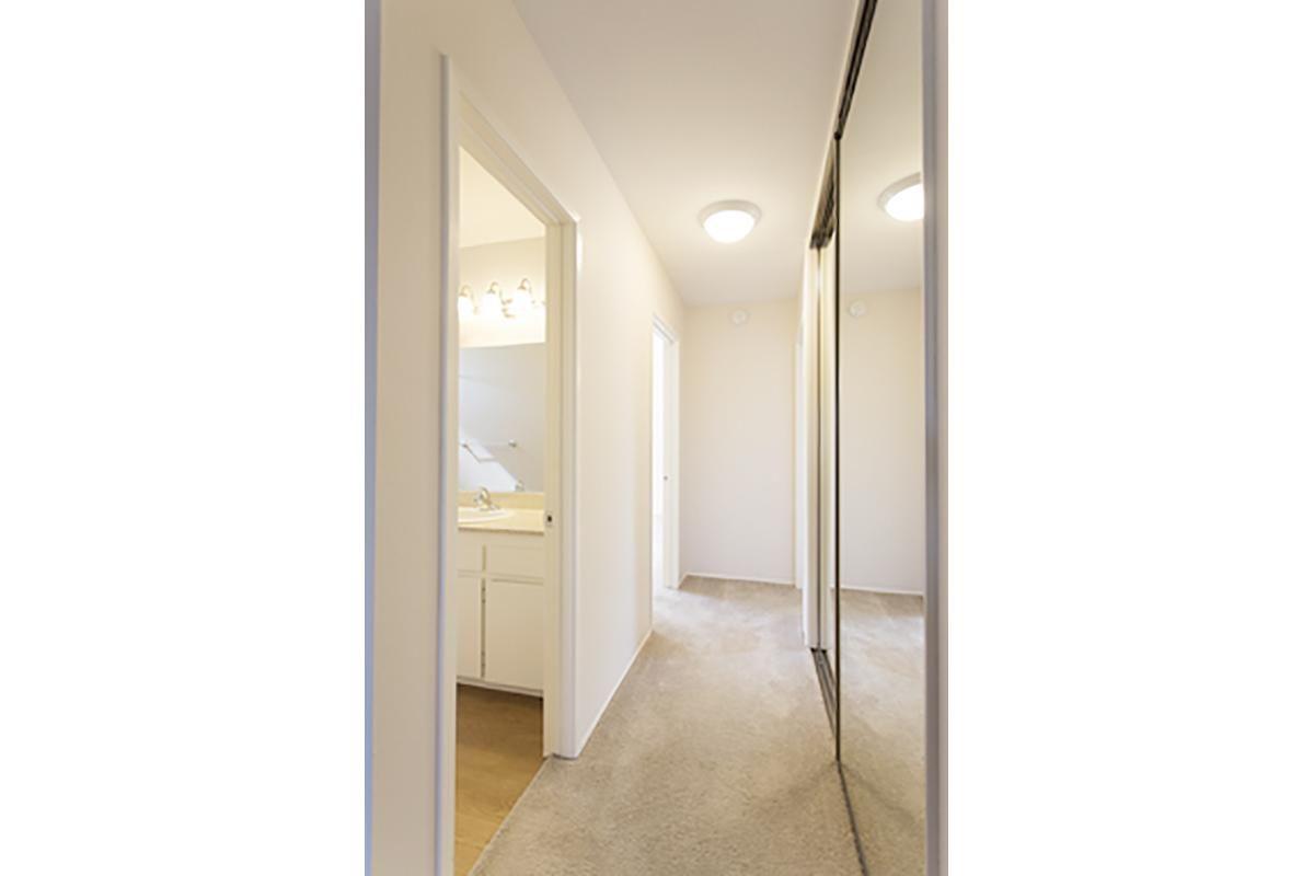 Pic 6 2x2 Hallway.jpg