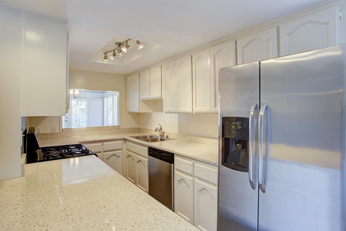 Pic 5 Kitchen.jpg