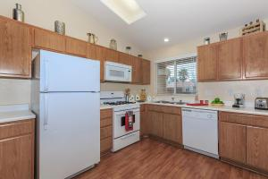 LARGE, FULLY-EQUIPPED KITCHENS