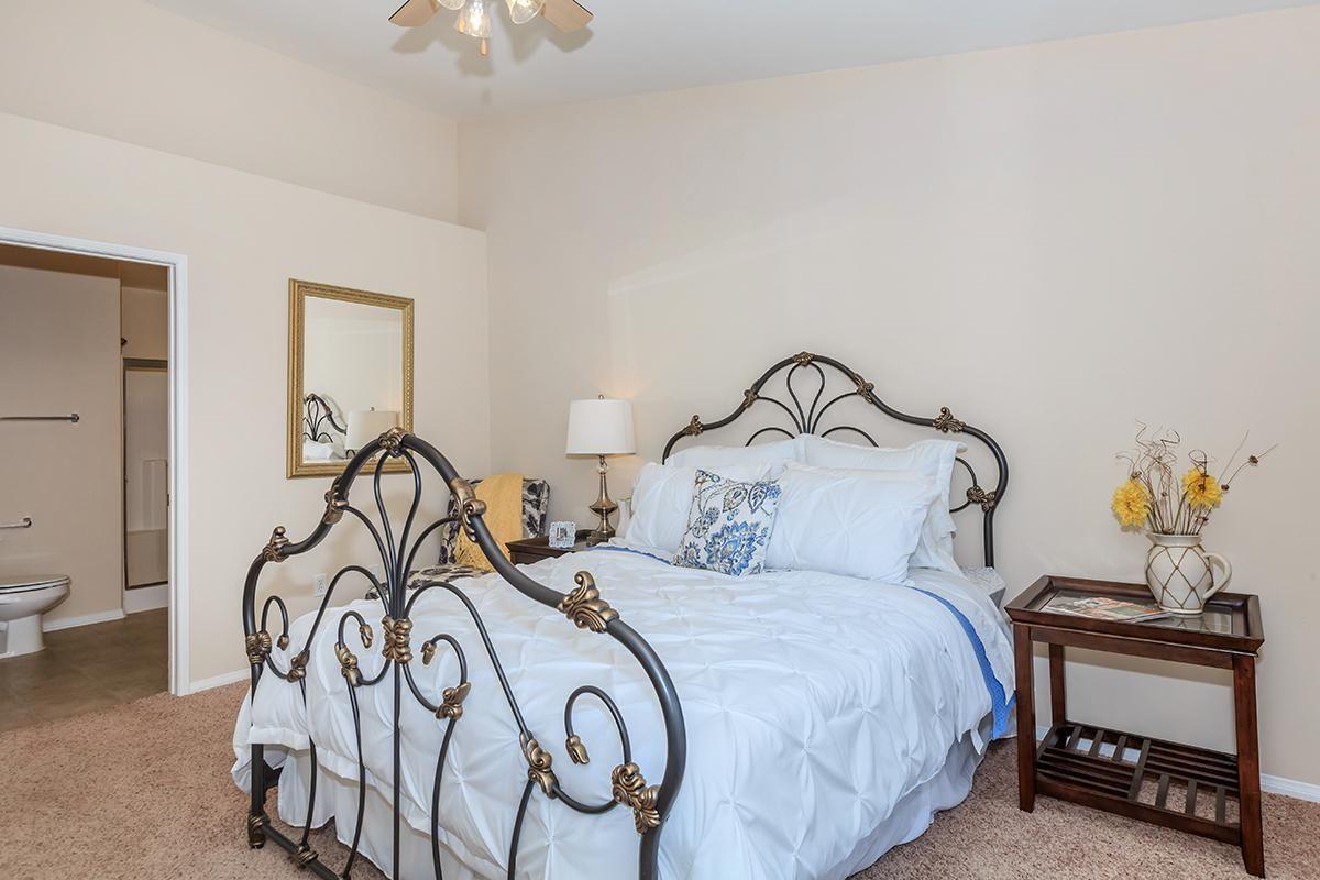 04b_Master Bedroom.jpg