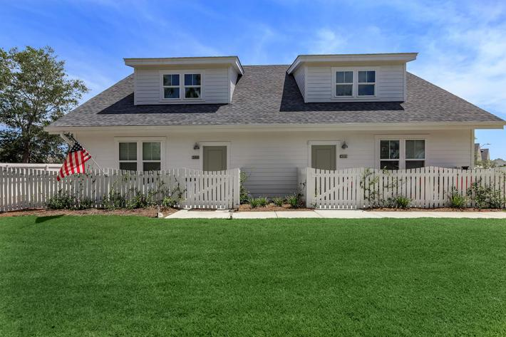 Beautiful landscaping at The Townhomes at Beau Rivage in Wilmington, NC.