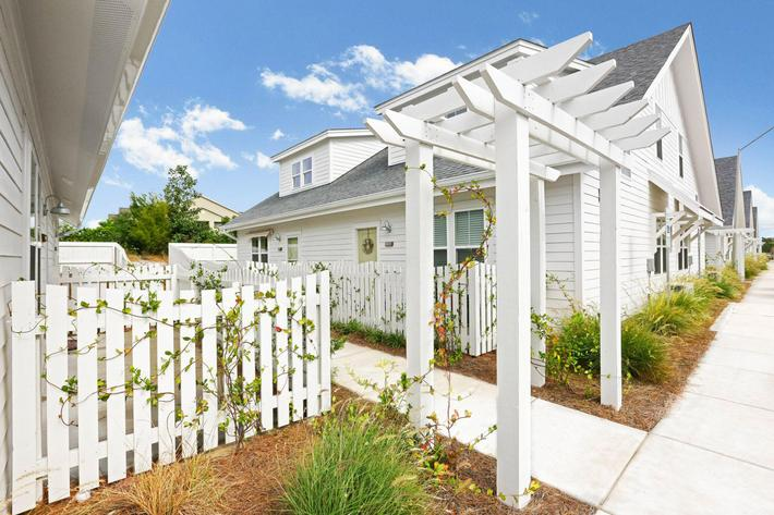 Beautiful walkways at The Townhomes at Beau Rivage in Wilmington, North Carolina.