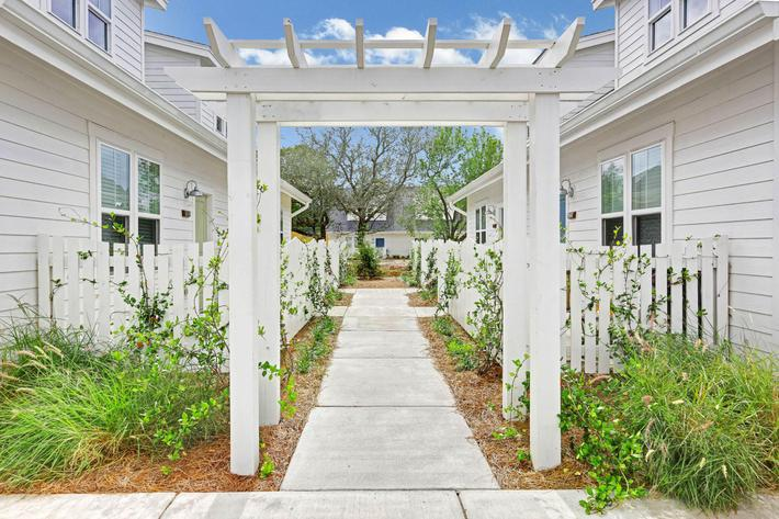 The path to your new home at The Townhomes at Beau Rivage in Wilmington, NC.