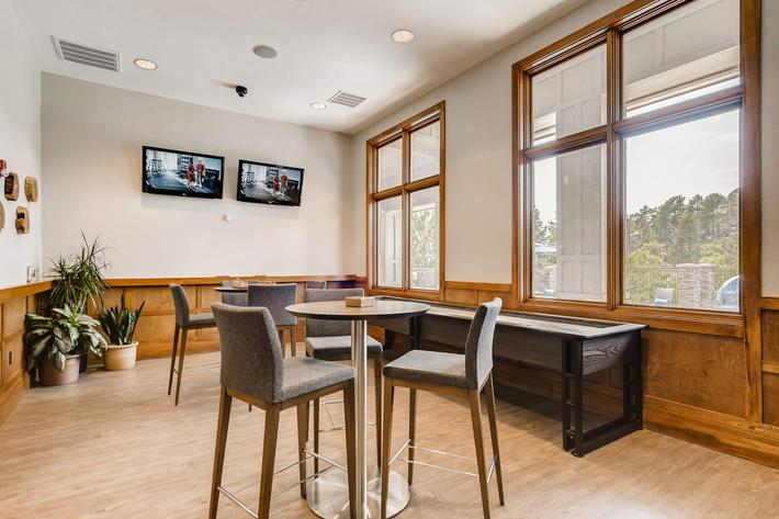 13 Lounge 1597520007967.jpg