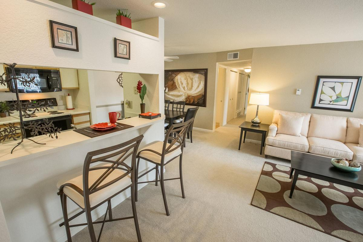1 & 2 BEDROOM APARTMENTS FOR RENT