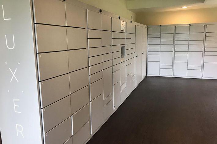 Pkg lockers.jpg