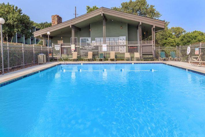 Sunrise Apartments Swimming Pool