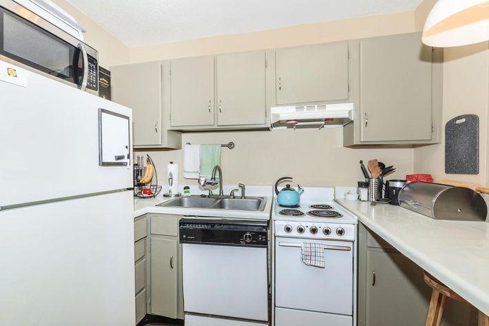 Kitchen in Summit at Sunrise Apartments in Nashville, TN