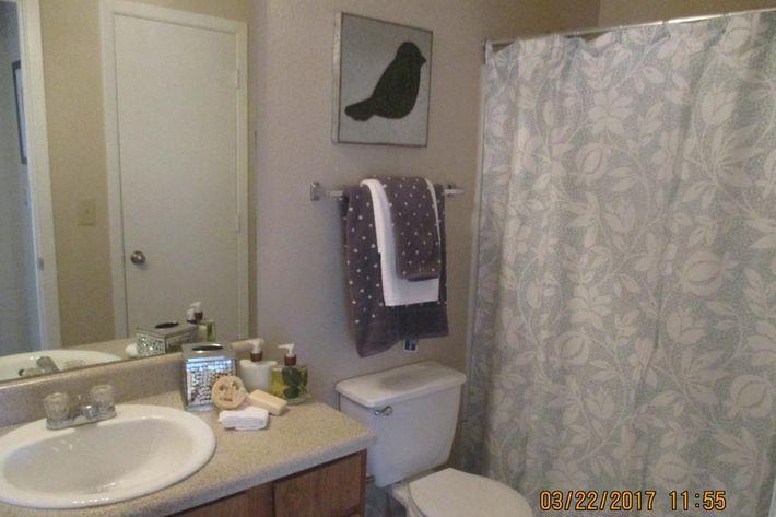 crawford-park-homes-dallas-tx-bathrooms.jpg