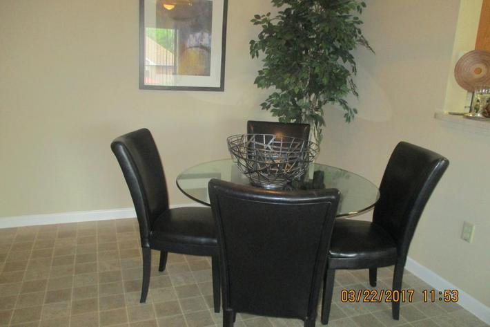 crawford-park-homes-dallas-tx-dinning-room.jpg