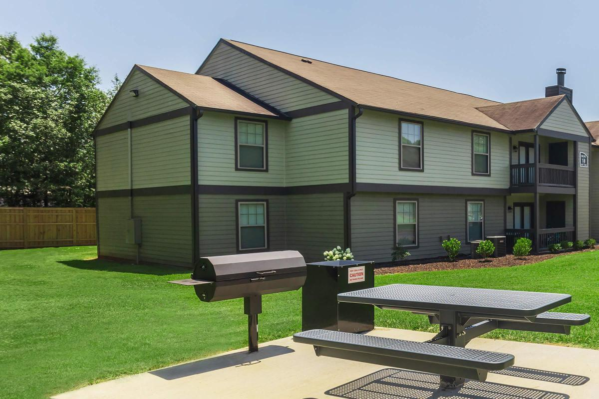 Picnic Area with Barbecue at Madison Landing at Research Park Apartments in Madison, AL