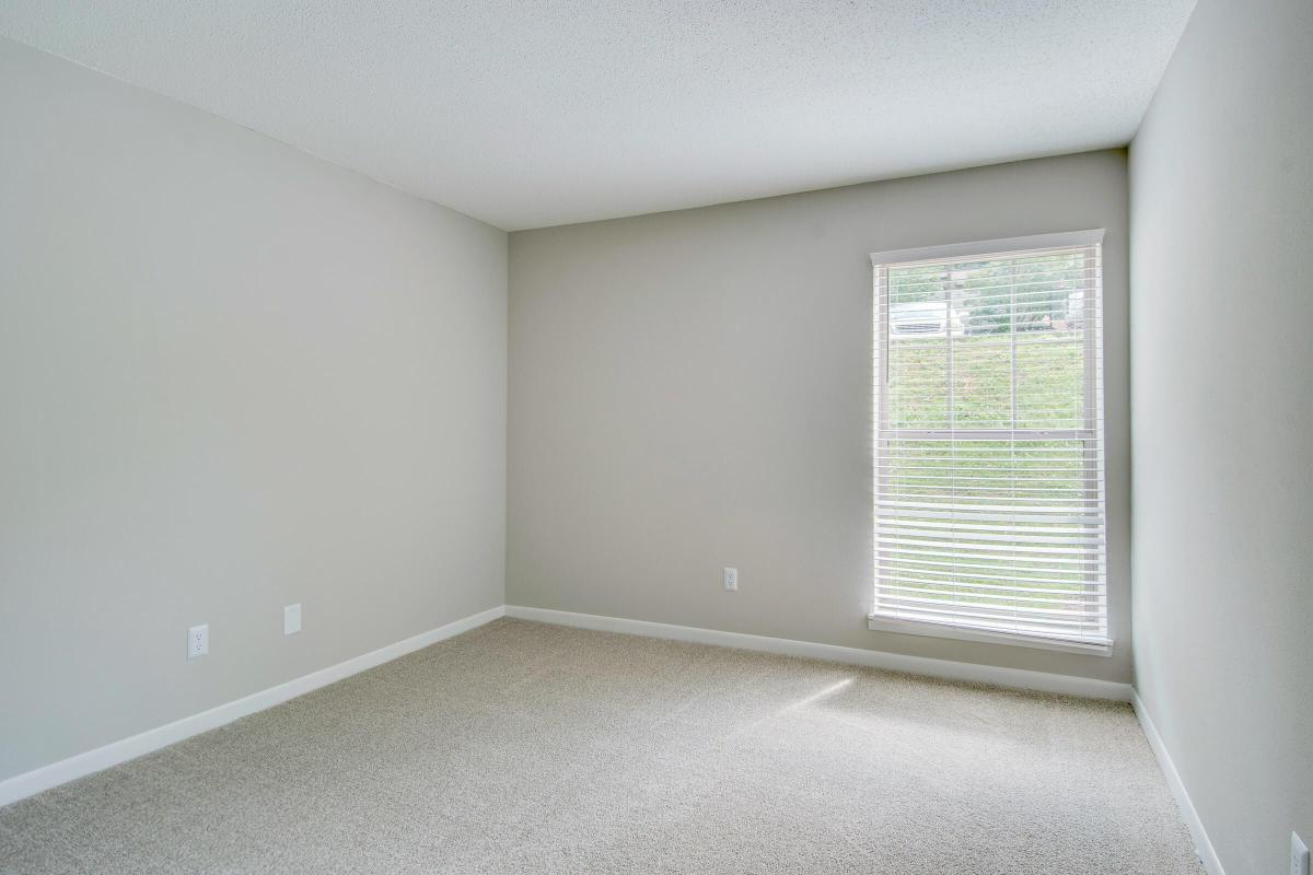 WARM AND INVITING BLINDS IN BEDROOM