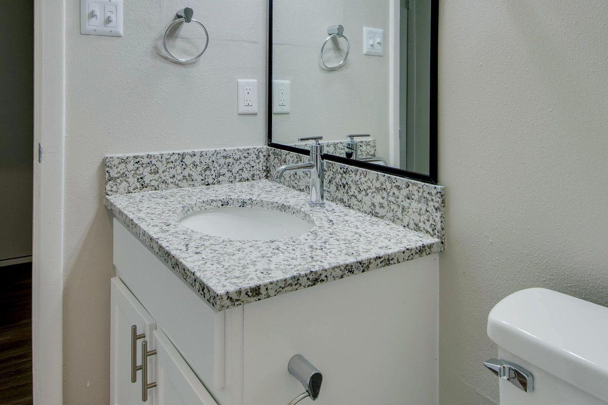 MODERN LIGHTING IN BATHROOM