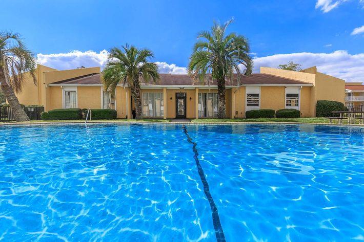 Shimmering swimming pool at Cross Creek Apartments in Jacksonville, Florida