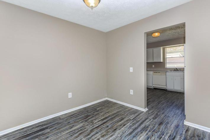 3 bed 3 bath dining room at Cross Creek Apartments in Jacksonville, Florida