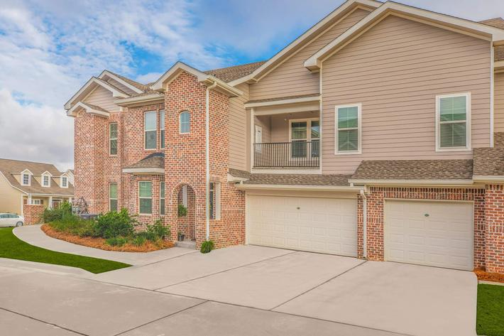 GARAGES AVAILABLE AT ARBOR TRACE AT CANOPY TALLAHASSEE APARTMENTS