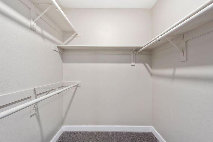 22-Closet.jpg
