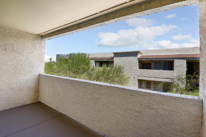25-Balcony.jpg