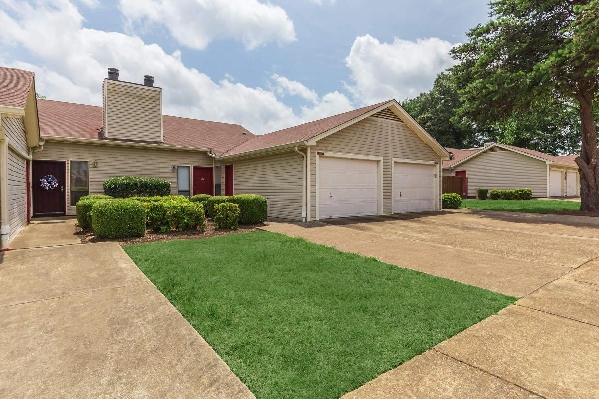 GARAGES AVAILABLE AT APARTMENTS IN JACKSON, TENNESSEE