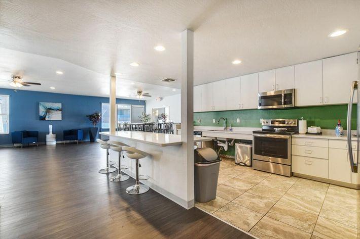 Clubhouse_Kitchen (1).jpg