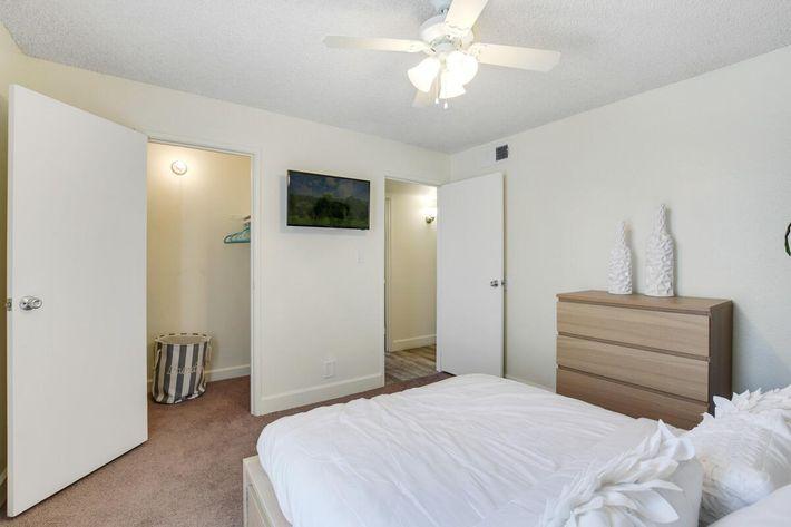 Bedroom_1 (1).jpg