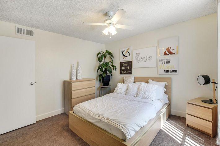 Bedroom_1 (2).jpg