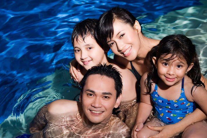 family_pool_iStock_000001584251Small.jpg