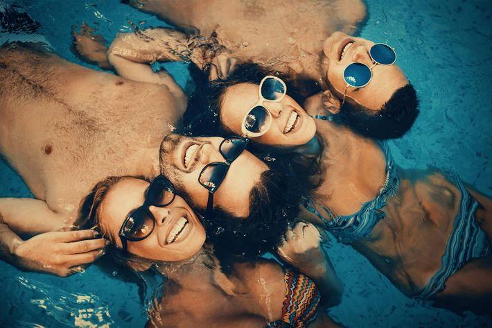 Group in Pool-iStock_94406835.jpg