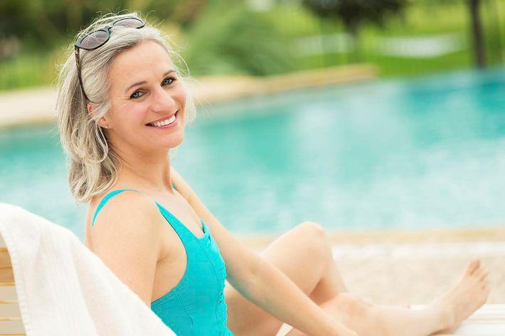 Senior Pool Side_iStock_000086118625_XXXLarge_1200.jpg