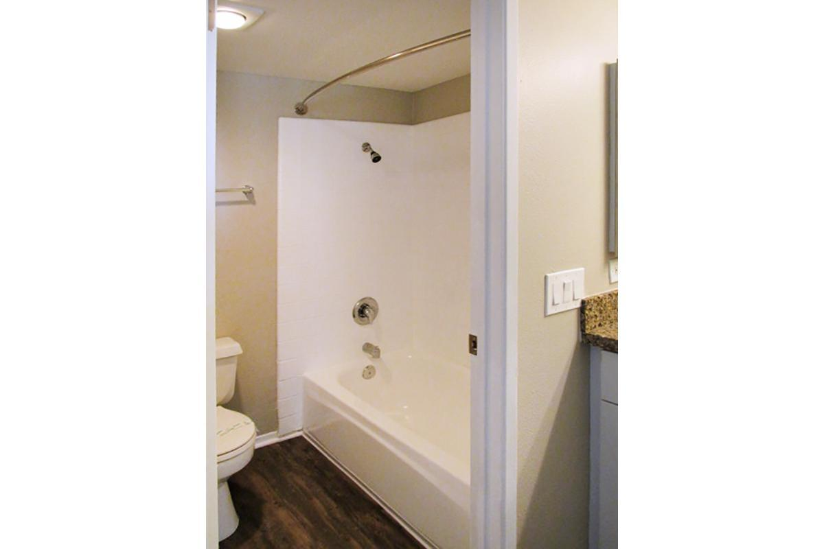 CURVED SHOWER RODS