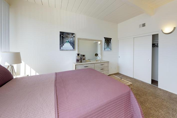 Loma-Palisades-Palms-Two-Bedroom-Bedroom.jpg