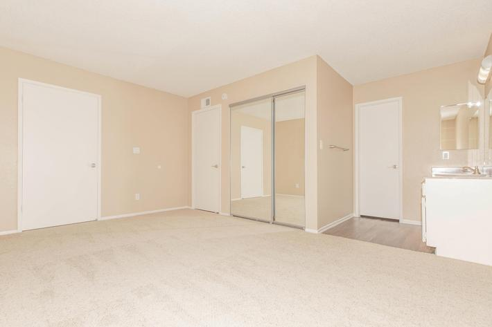 Vacant bedroom with carpet